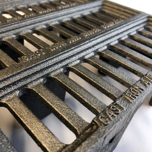 WIN9 - three cast iron interlocking Windsor metric air bricks bare metal