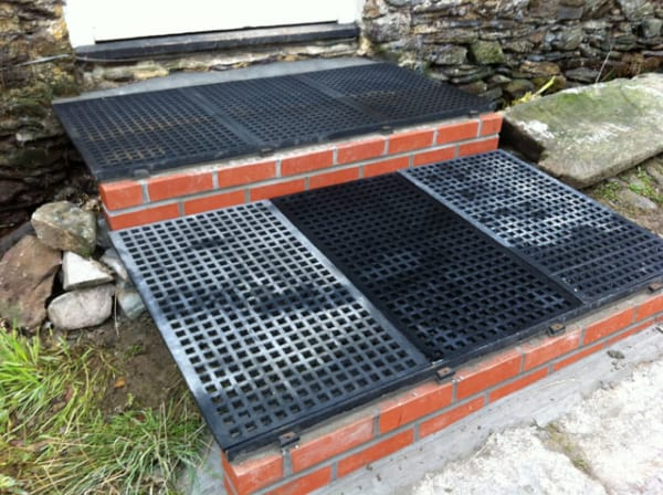 Square Hole Gratings